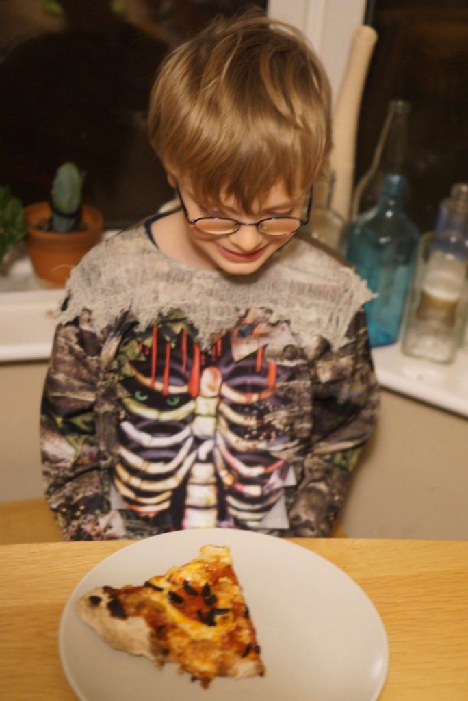 Simple Halloween Activities - Ghost Pizza
