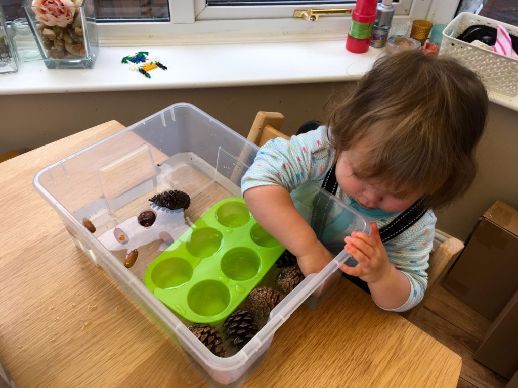 Autumn sensory play - water- an easy autumn activity for toddlers and beyond.