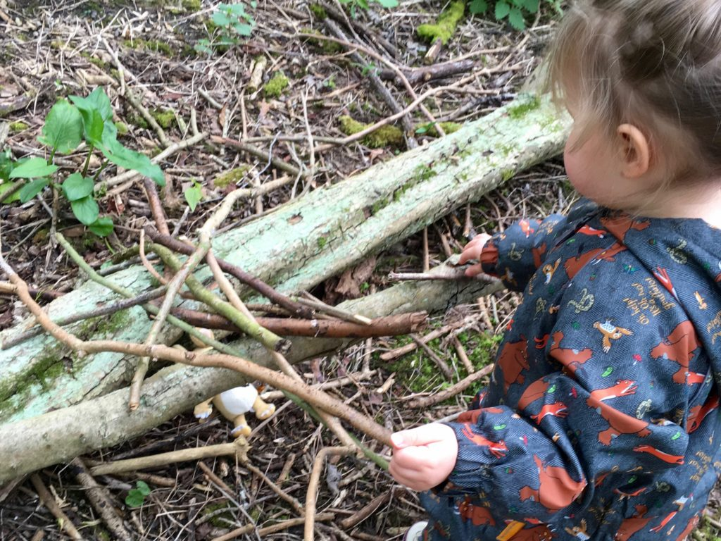 Spring nature activities in the woods using simple equipment you have at home. Suitable for mixed age groups. A great way to get your kids outside.